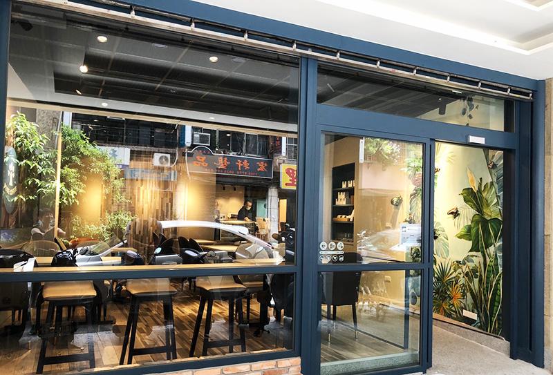 傳玻者彩繪「樸樹咖啡」綠意牆「一群人專注做好一件事」