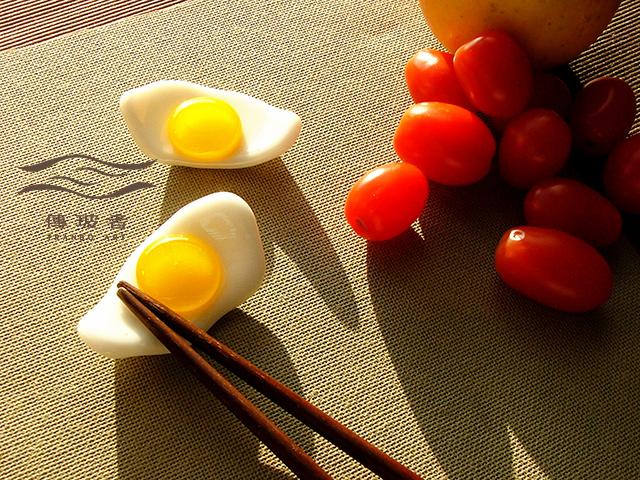 琉璃盤飾-荷包蛋系列-筷架-3x6cm