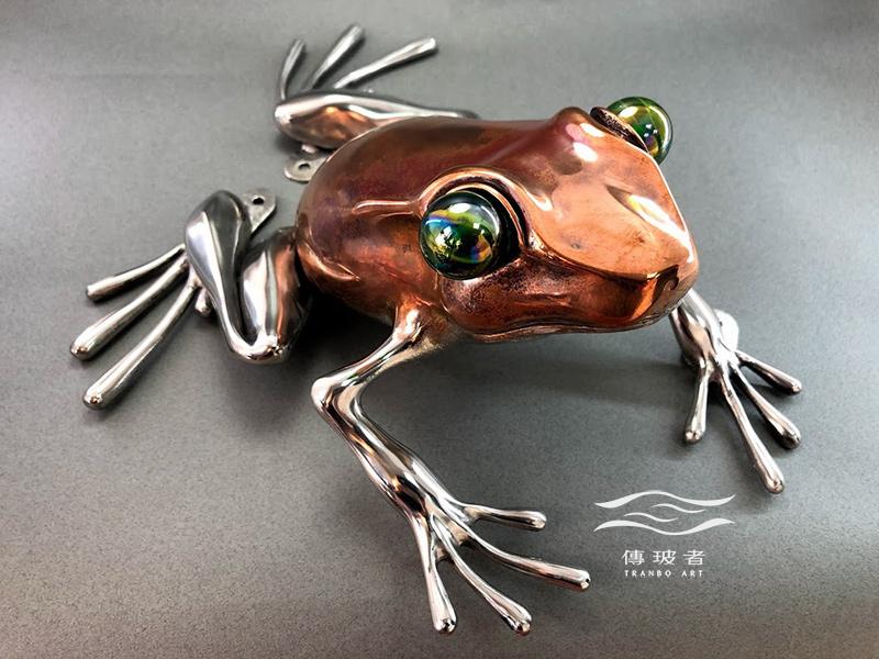 傳玻者打造「勝利加油站」藝術牆視覺元素-青蛙