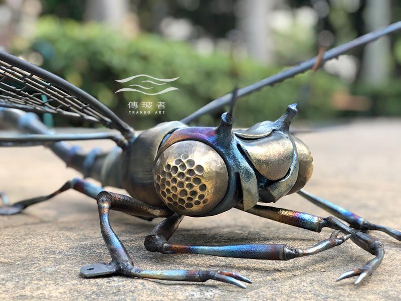 傳玻者打造「勝利加油站」藝術牆視覺元素-蜻蜓