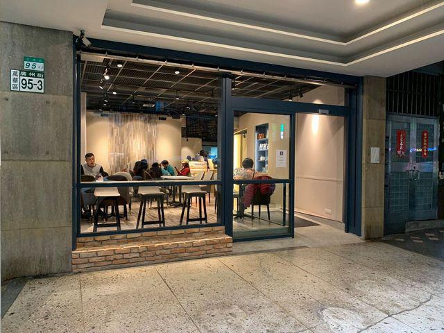 樸樹咖啡室外室內